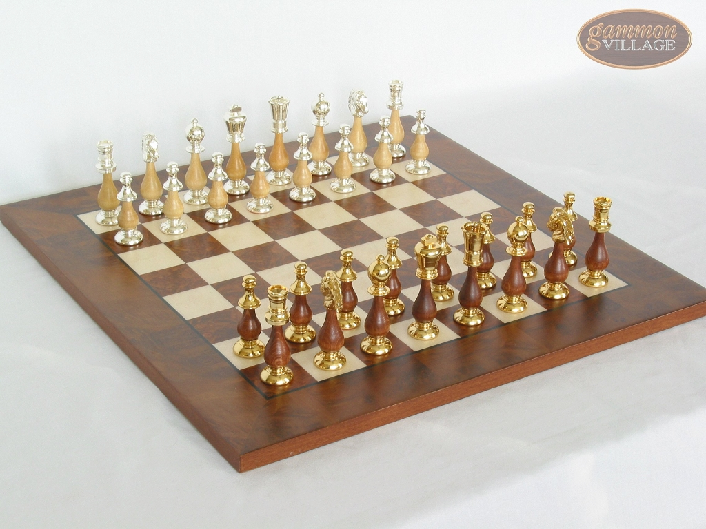 Modern Italian Staunton Chessmen with Italian Lacquered Chess Board [Wood]