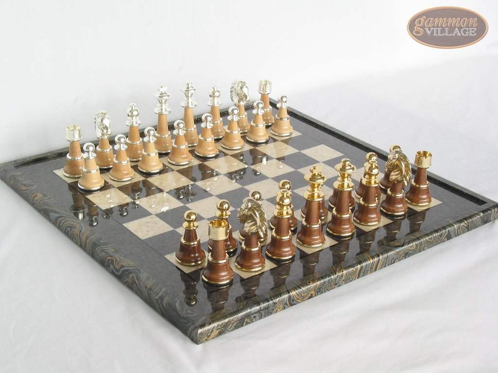 The Grand Chessmen II with Italian Lacquered Board [Black]
