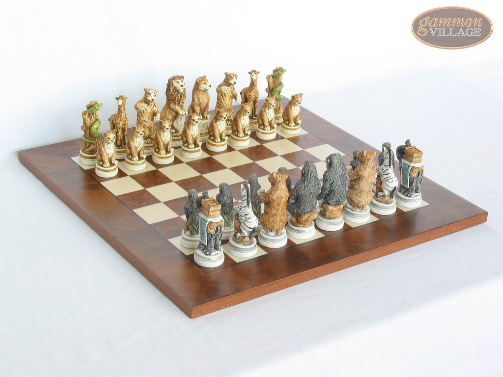 Jungle Life Chessmen with Italian Lacquered Chess Board [Wood]